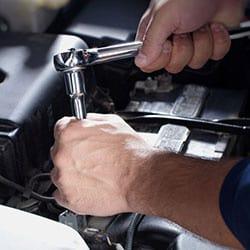 Manutenzione ordinaria per un'auto sempre efficiente.