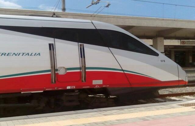 treno fermo nella stazionedi Lamezia Terme